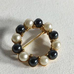 Vintage Faux Pearl Circle Brooch/Pin